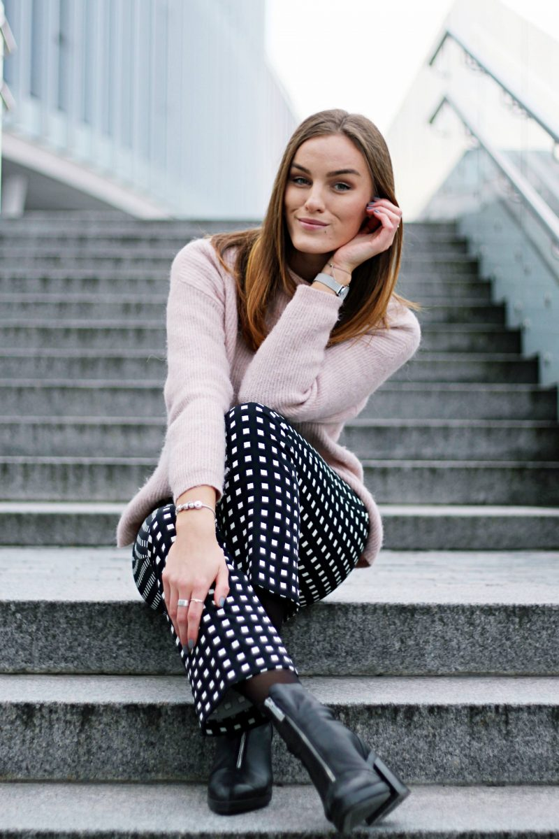 Outfit of the day: printed trousers & pink vibes