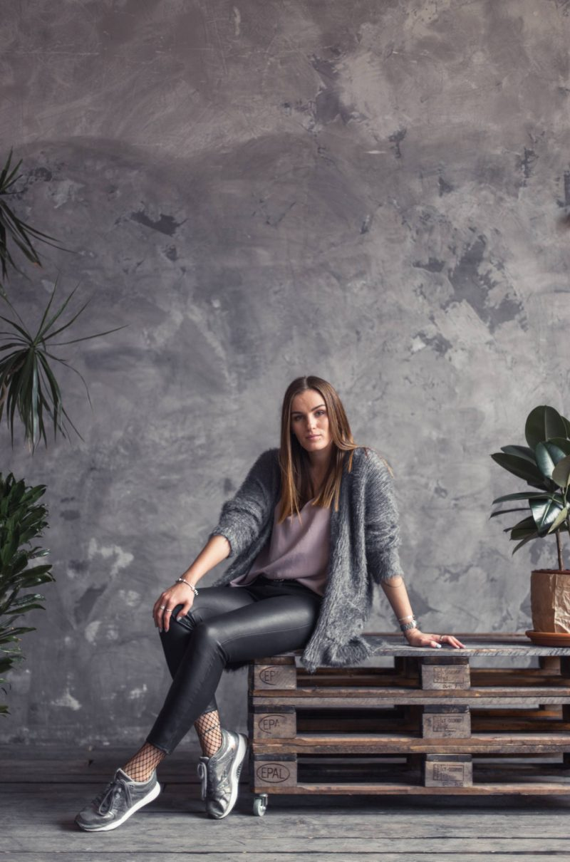 Outfit of the day: leather pants & grey tones